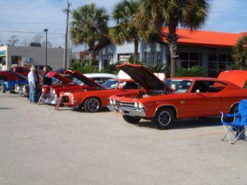 Hooter's Car Show 2013