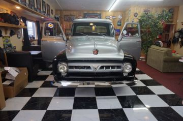 West & Alexandra's 53 Ford_2