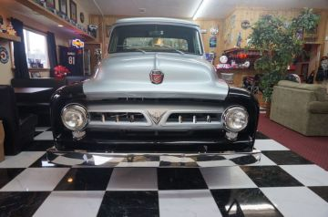 West & Alexandra's 53 Ford